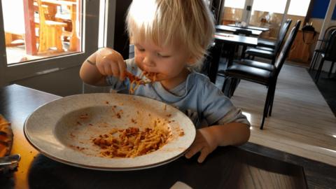 Taky jsem snědl dospělácké špagety z velkého talíře