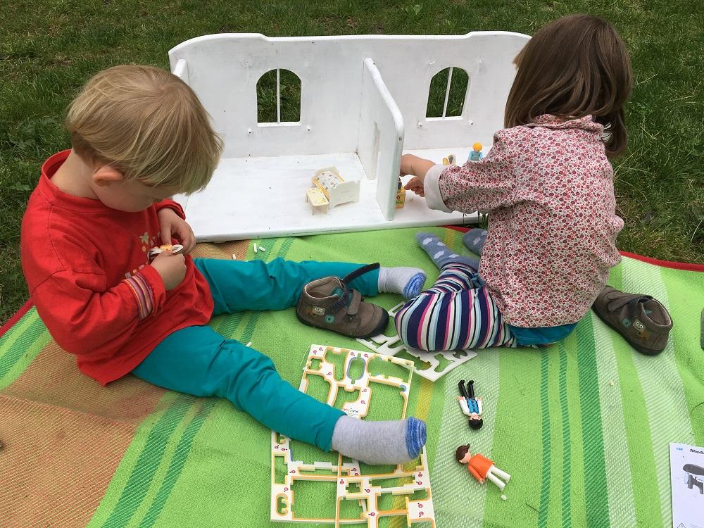 Stavíme a rozbíjíme nábytek pro igráčky